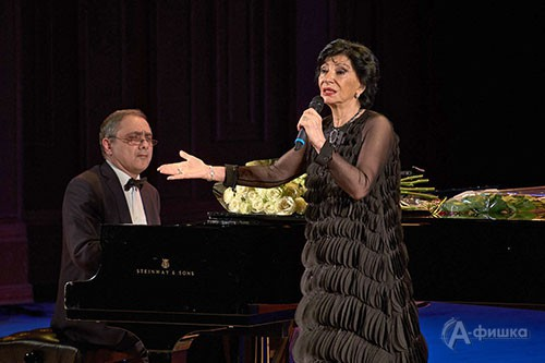 Нани Брегвадзе и её постоянный аккомпаниатор Александр Сариев